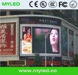 El panel P16 del LED que hace publicidad de la tarjeta