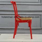 대중음식점을%s 빨간색 x 디자인 의자는 사용했다
