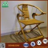 Silla cómoda lectura clásica con un diseño de madera