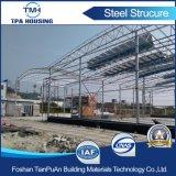 Installazione prefabbricata del magazzino della struttura d'acciaio sul pavimento di calcestruzzo