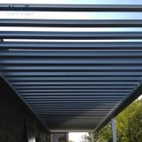 자동화된 방수 미늘창 지붕 시스템에 의하여 자동화되는 Lourvre 지붕 Pergola