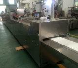Máquina moldando da produção do chocolate preciso