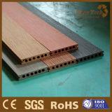 Decking composé en plastique en bois du prix usine de Foshan WPC pour extérieur