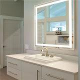 Specchio decorativo della stanza da bagno illuminato LED della nebbia di attaccatura di parete liberamente