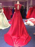レースが付いている赤い台湾395のサテンの結婚式のイブニング・ドレスはキャミソールにアップリケをつける