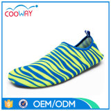 Los zapatos más nuevos de caucho natación de los hombres de moda zapatos de agua del Aqua