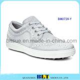 革靴のゴルフ靴