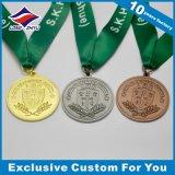 Médaille en laiton du football en métal d'or brillant de forme ronde avec la bande