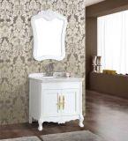 Assoalho que está o armário de banheiro branco da antiguidade da madeira contínua