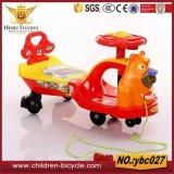 De blauwe Gele Auto van de Schommeling van de Baby van de Orang-oetan Roze Mooie
