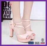 Розовые сандалии планки женщин PU цвета
