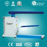 Máquina del vector de la ropa que plancha para el departamento del lavadero