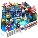 子供プレーヤーの中心のいたずらな城の屋内運動場