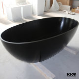 黒い卵の形の純粋で黒い固体表面の石造りの浴槽