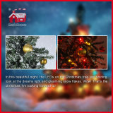 LED Lights Colorful Ornaments를 가진 꾸며진 Snowing Christmas Tree
