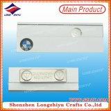 Insigne nommé en métal magnétique blanc d'insigne nommé avec l'impression de logo