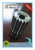 CNC que trabaja a máquina con acero inoxidable