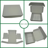 A caixa de empacotamento branca lisa da caixa branca projeta livre a amostra livre conservada em estoque