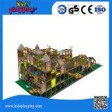 Grande equipamento interno, castelo impertinente do campo de jogos do parque de diversões dos miúdos