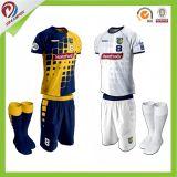 通気性適当なカスタム昇華安いフットボールジャージーおよびサッカーのワイシャツデザインを乾燥しなさい