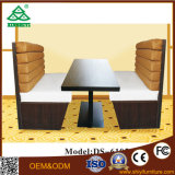Ledernes Sofa verwendet für Kaffeetische