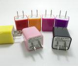 Chargeur coloré de cube en mur d'USB pour le smartphone nous fiche