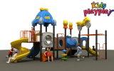 Campo de jogos ao ar livre dos miúdos da escola preliminar ajustado de China