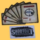 Tarjetas que juegan del juego de tarjeta de juego con insignia de encargo