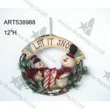 Décoration saisonnière de guirlande de famille de bonhomme de neige avec le signe et le cadeau en bois
