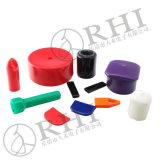 Il tubo della materia plastica del PVC ricopre e tappa le protezioni di estremità del tubo
