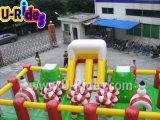 Castelo de Comboio de Natal inflável com rochas de escalada