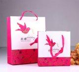 La bolsa de papel impresa boda con rojo maneja el bolso del caramelo