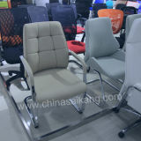 柔らかいマットレスが付いている快適なオフィスの椅子