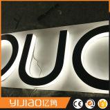 Laser de la publicité extérieure coupant les lettres éclairées à contre-jour acryliques de signe