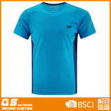 일반적인 t-셔츠를 달리는 남자의 스포츠