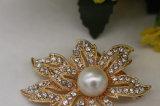 服(TB005)のための方法金によってめっきされる真珠そしてラインストーンのブローチ
