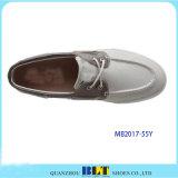 Ботинки парусиновой лодки с шнурком ботинка