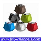 Las manos liberan el mini altavoz de Bluetooth de la llamada (STD-L68)