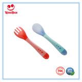 Cuchara del bebé del color recién nacido y conjunto cambiantes de la fork