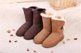 Ботинки зимы овчины способа для женщин в шоколаде