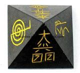 피라미드를 새기는 형식 원석 수정같은 벽옥