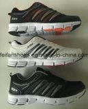 熱い販売のOEMが付いている通気性のスニーカーの人の屋外スポーツの靴