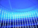 A decoração feericamente do Natal comemora luzes da cachoeira do diodo emissor de luz do partido