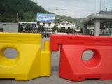 Barreira enchida do tráfego de estrada água plástica