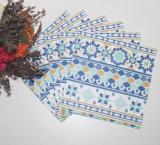 印刷される多彩の紙ナプキン