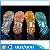 Colori ricaricabili unici del USB i 7 si illuminano in su scherza i pattini dei sandali del LED