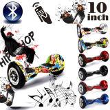 """流行の10の""""漂うスクーターのバランスをとる2つの車輪"""