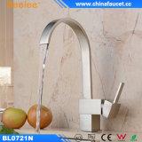 Robinet de cuivre de bassin de l'eau de cuisine de Beelee avec le traitement simple
