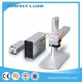 Mini máquina de la marca del laser de la fibra en la marca del laser de la fibra del metal y del plástico
