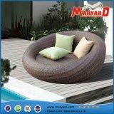 新しいデザイン屋外のテラスの藤の寝台兼用の長椅子の家具の製造業者